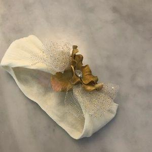 Other - 👶🏼 Baby girl gold hair bow headband - newborn